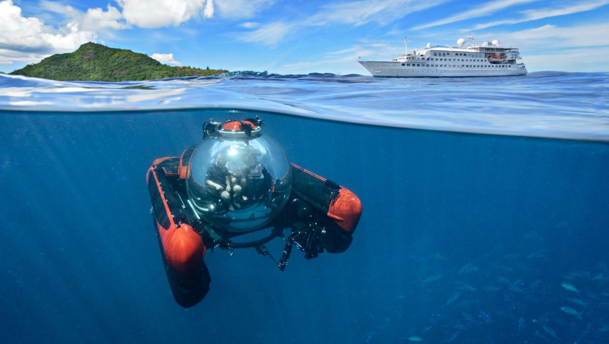 Crystal Esprit with submarine