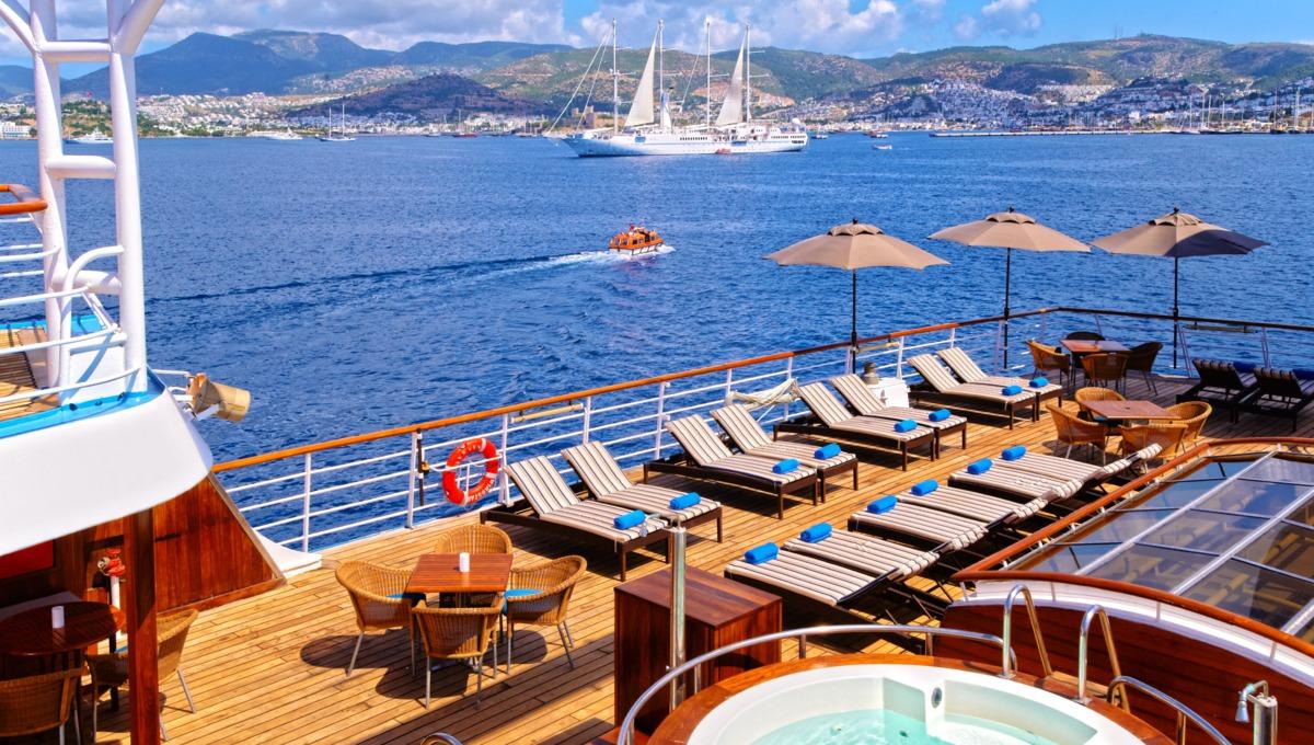 Windstar Cruises - Wind Star / Wind Spirit pool