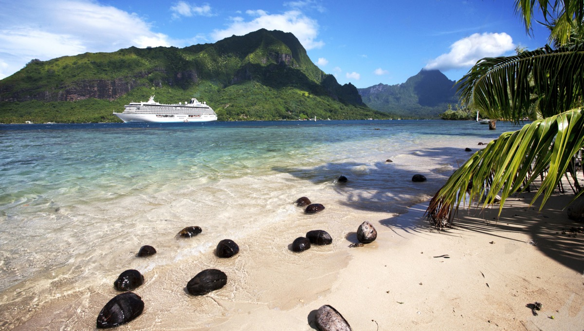Crystal Cruises - Crystal Serenity in Moorea