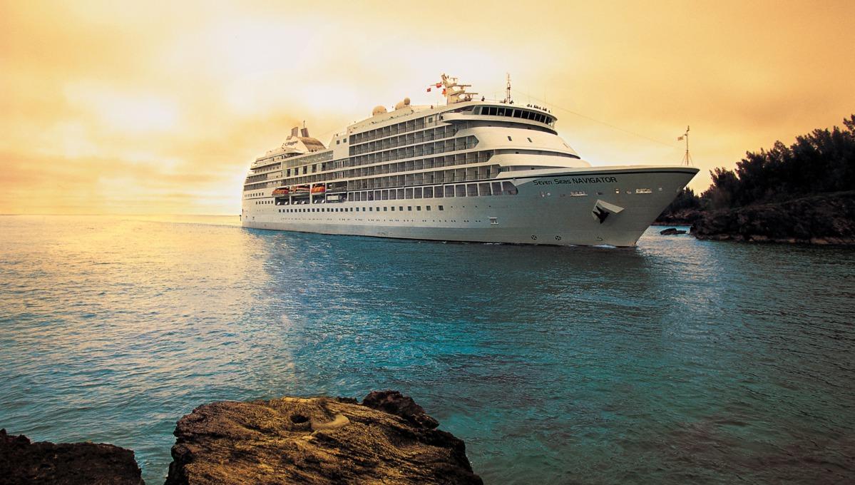 Regent Seven Seas Navigator at sea