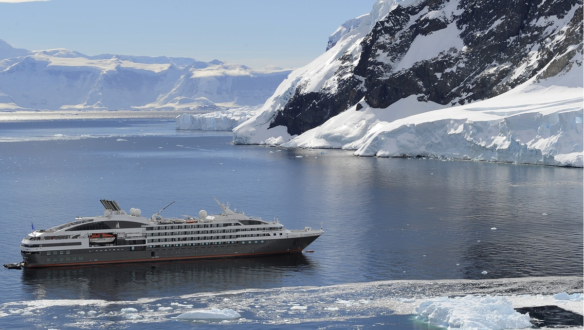 Ponant - Le Boreal, Le Soleal, L'Austral & Le Lyrial in Antarctica