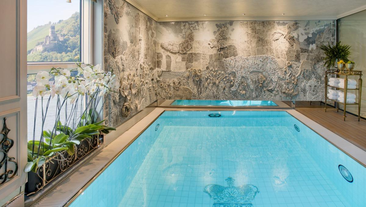 S.S. Maria Theresa leopard lounge pool