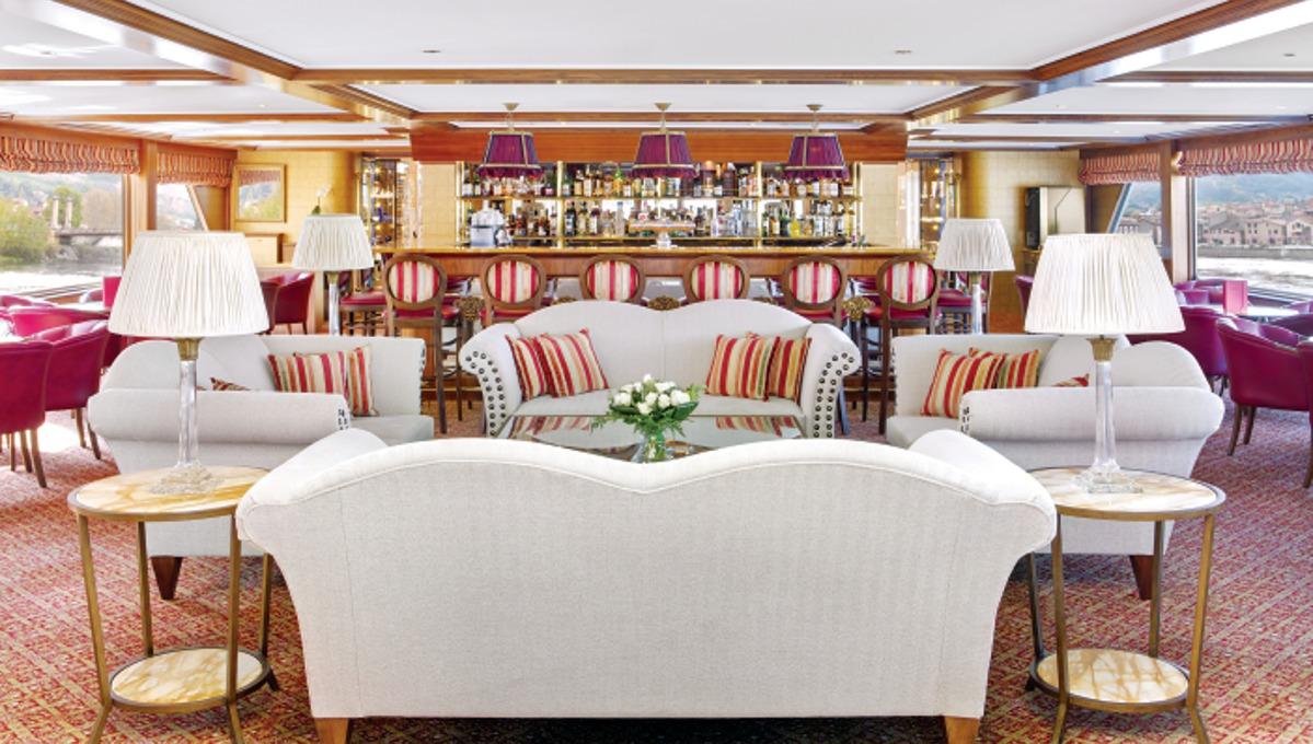 River Royal Lounge