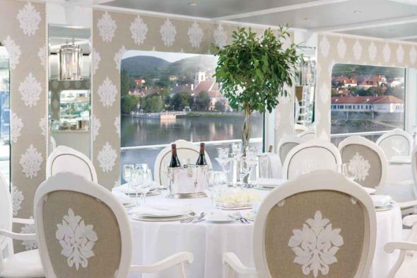 Uniworld River Beatrice restaurant