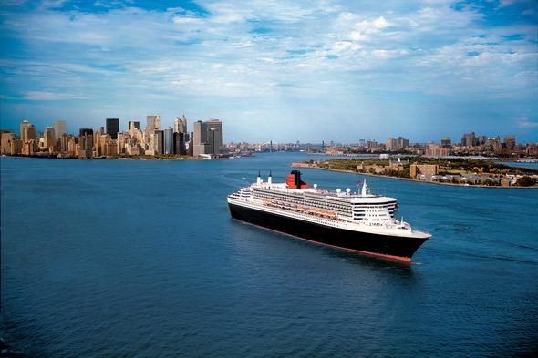 Queen Mary 2 leaving New York City