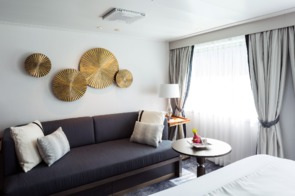Crystal Cruises - Crystal Esprit Yacht Suite sitting area