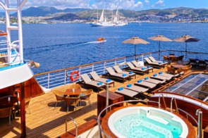 Windstar Cruises - Wind Star / Wind Spirit pool