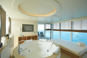 Europa 2 Owners Suite Whirlpool Daybed
