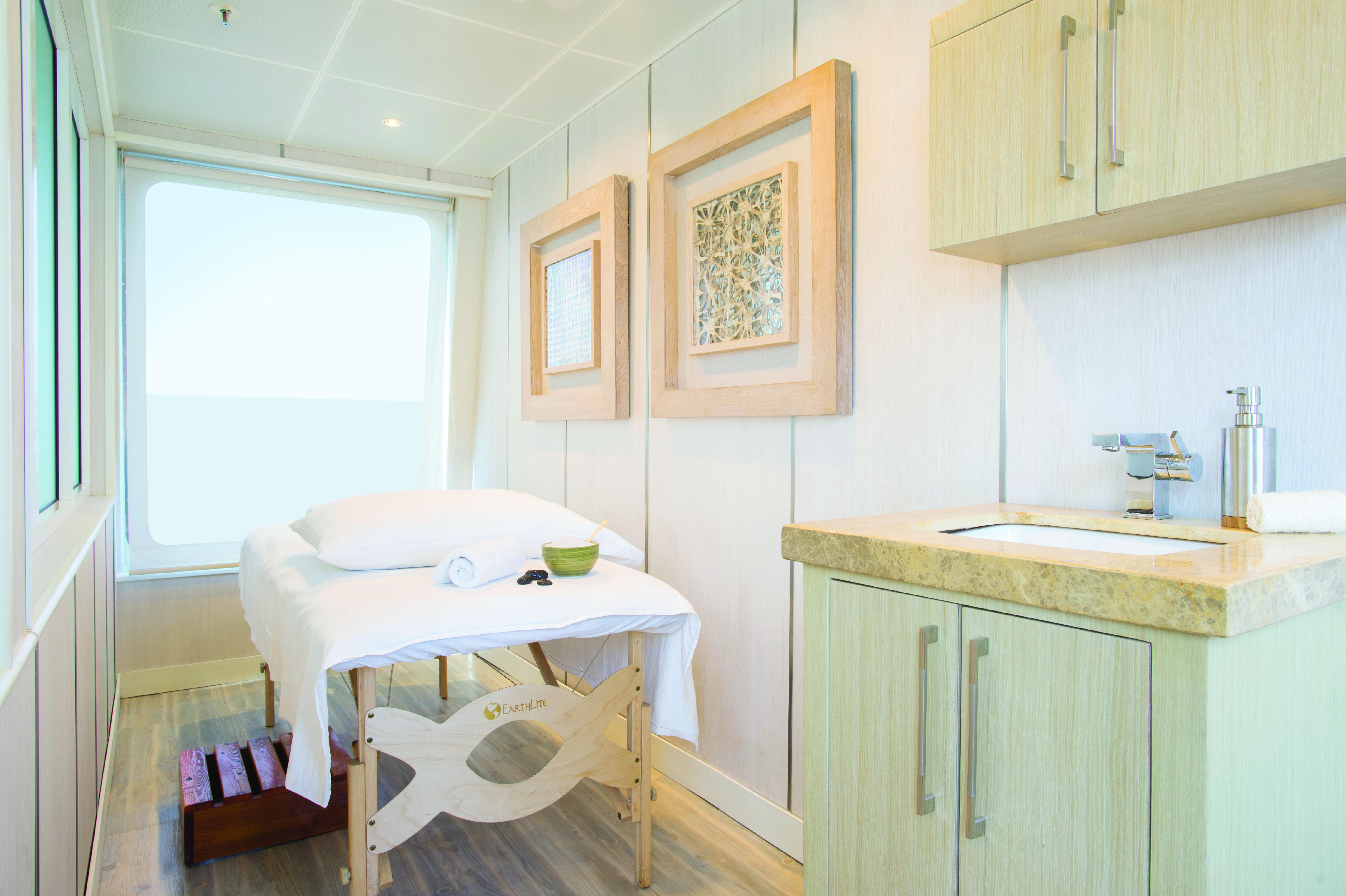 Silver Galapagos - Massage room