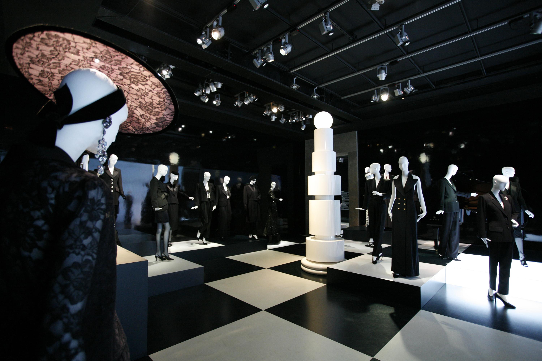 Yves saint laurent smoking forever mus e yves saint laurent paris - Musee yves saint laurent paris ...