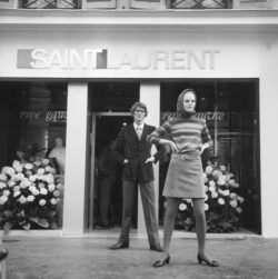 Yves Saint Laurent and Ulla in front of the first SAINT LAURENT rive gauche boutique, 21 rue de Tournon, Paris, September 26, 1966., © AGIP/Bridgeman Images