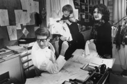 Yves Saint Laurent, Loulou de La Falaise, and Anne-Marie Muñoz in the studio, 5 avenue Marceau, Paris, 1982. Photograph by Pierre Boulat., © Courtesy Association Pierre et Alexandra Boulat