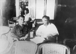 Pierre Bergé et Jean Giono à une terrasse de café, Manosque, 16 juin 1950., © Droits réservés
