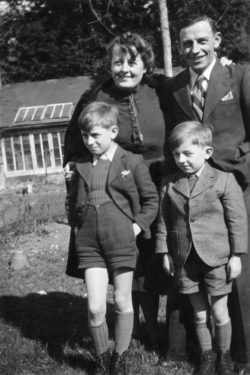Pierre Bergé with his parents and brother in the 1940s., © Droits réservés
