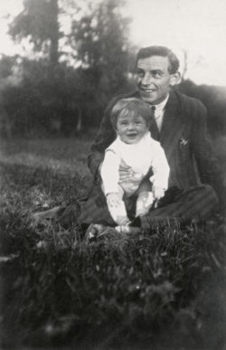 Pierre Bergé and his father in the 1930s., © Droits réservés
