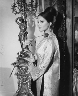 Claudia Cardinale dressed by Yves Saint Laurent in the film The Pink Panther by Blake Edwards, 1963., © Droits Réservés