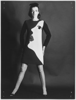Cocktail dress worn by Elsa. Homage to Tom Wesselmann. Autumn-winter 1966 haute couture collection. Photograph by Gérard Pataa., © Musée Yves Saint Laurent Paris / Gérard Pataa - DR