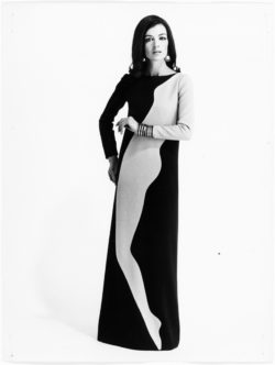Evening gown worn by Elsa. Homage to Tom Wesselmann. Autumn-winter 1966 haute couture collection. Photograph by Gérard Pataa., © Musée Yves Saint Laurent Paris / Gérard Pataa - DR