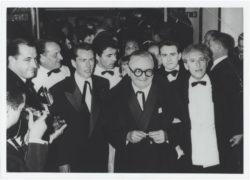 Maurice Druon, Bernard Buffet, Édouard Dermit, Madame David (épouse du galleriste Emmanuel David), Marcel Achard, Pierre Bergé et Jean Cocteau au Festival de Cannes, 1958. Photograhie de C. Wehrlé., © C. Wehrlé - DR