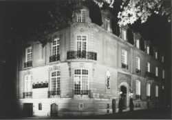 Façade of 5 avenue Marceau by night, Paris. Photograph by Claus Ohm., © Claus Ohm