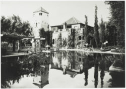 Façade of the Villa Oasis, Marrakech, 1932. Photograph by Félix Bidol., © Droits Réservés