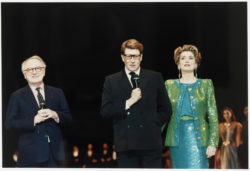 Yves Saint Laurent giving a speech surrounded by Pierre Bergé and Catherine Deneuve at the thirtieth anniversary of the haute couture house, Opéra Bastille, Paris, February 3, 1992., © Droits Réservés