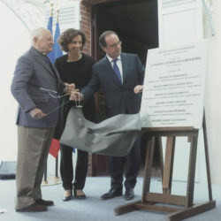 Pierre Bergé, Audrey Azoulay, François Hollande, Emilie Zola, and Martine Leblond-Zola at the inauguration of the Maison Zola - Musée Dreyfus, Médan, October 2, 2016., © Droits Réservés