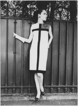 Cocktail dress worn by Léo, homage to Piet Mondrian, autumn-winter 1965 haute couture collection, Rue de Noisiel, Paris, July 1965., © Studio Jacques Verroust