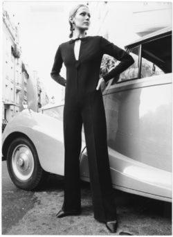 Jumpsuit d'un ensemble habillé porté par Maria Lisa. Collection haute couture automne-hiver 1969.  Rue Spontini, Paris, juillet 1969., © Droits Réservés