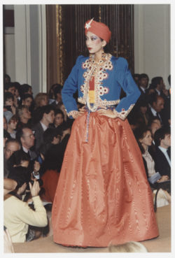 Indian-inspired evening ensemble worn by Dothi Dumonteil during the fashion show for the spring-summer 1982 haute couture collection, Salon impérial of the Hôtel Inter-Continental, Paris, January 1982., © Droits Réservés