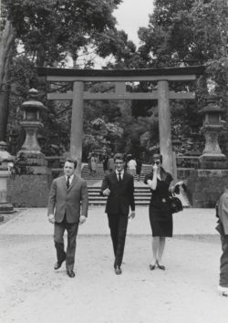 Pierre Bergé, Yves Saint Laurent, and the model Christine Tidmarsh, Nara, April 16, 1963, © Droits réservés