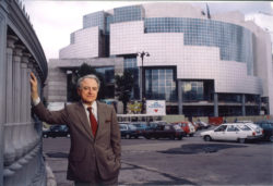 Pierre Bergé, president of the Opéras de Paris (1988-1994), in front of the Opéra Bastille, Paris, 1989., © Droits réservés