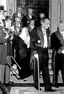 Marguerite Yourcenar, dans son costume d'académicienne créé par Yves Saint Laurent, lors de son entrée à l'Académie Française, Paris, 22 janvier 1981., © AGIP/Bridgeman Images