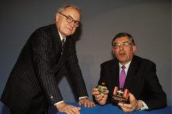 Pierre Bergé et Jean-François Dehecq du groupe Sanofi, Paris, 19 janvier 1993. Photographie d'Alain Buu., © Alain Buu / Gamma-Rapho