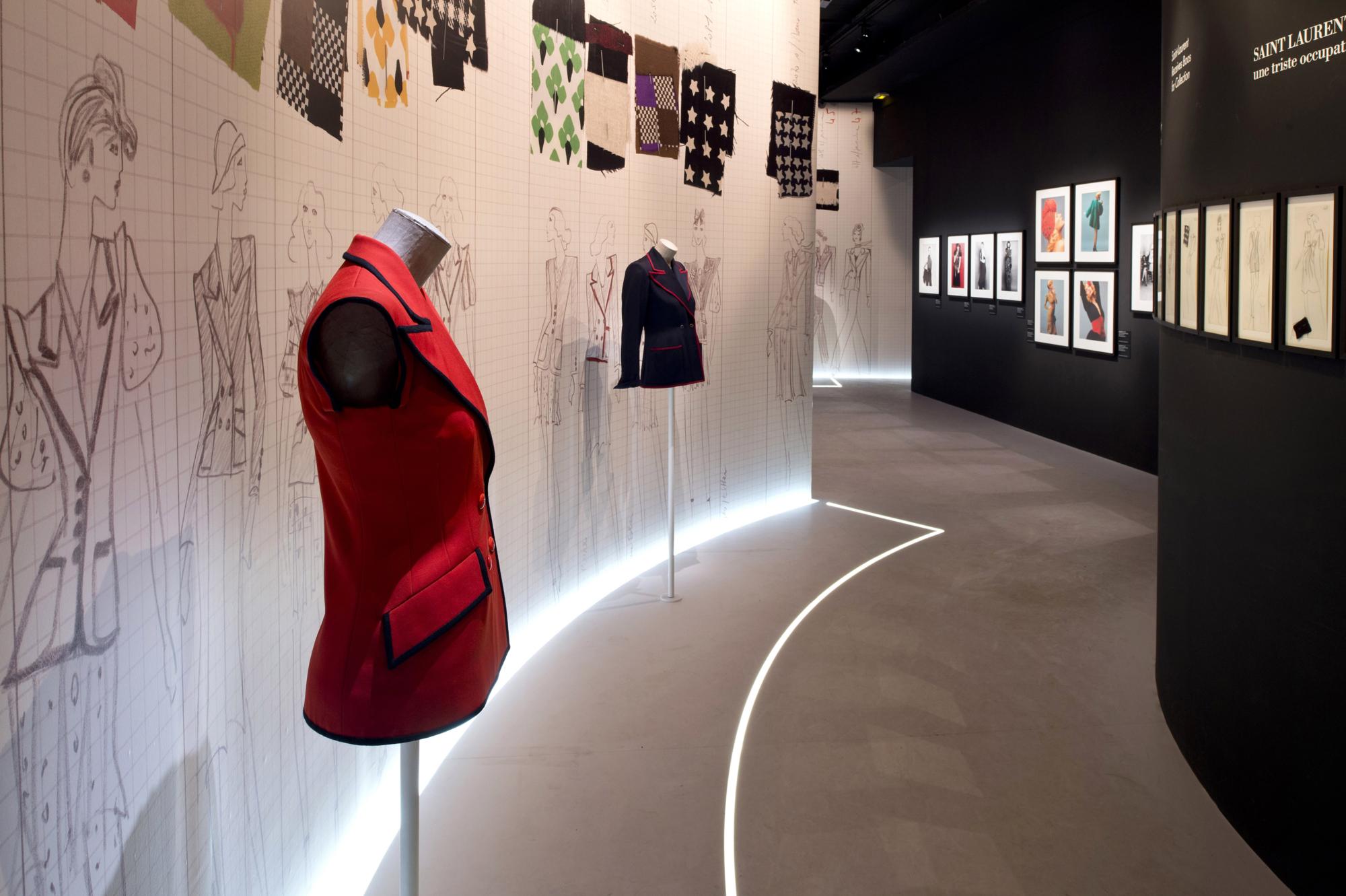 43084baa749 Yves Saint Laurent 1971, la collection du scandale exhibition display at  the Fondation Pierre Bergé - Yves Saint Laurent © Luc Castel