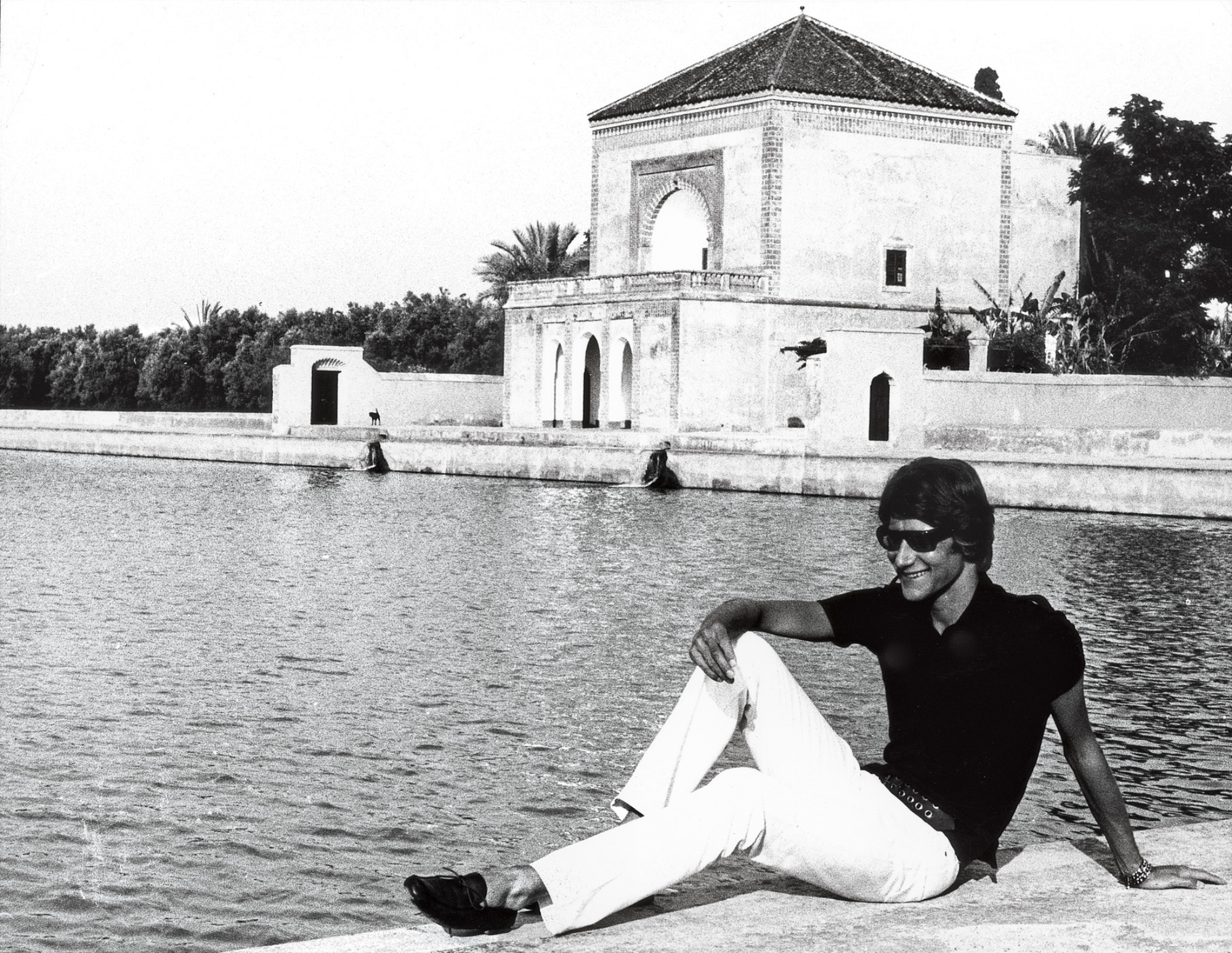 c443ff6ba7d Yves Saint Laurent à vélo, Maroc, dans les années 1960. Photographie de  Pierre Bergé.