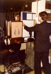 Yves Saint Laurent et Composition avec bleu, rouge, jaune et noir (1922) de Piet Mondrian, 55 rue de Babylone, Paris, années 1980, © Droits réservés