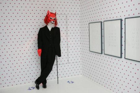 """Vue de l'exposition """"Robert Wilson, Les Fables de la Fontaine"""" à la Fondation Pierre Bergé - Yves Saint Laurent"""