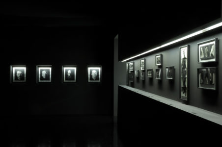 "Vue de l'exposition ""David Seidner, Photographies"" à la Fondation Pierre Bergé - Yves Saint Laurent"