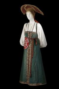 Costume de fête de jeune femme, seconde moitié du XIXème siècle, © Dominique Cohas