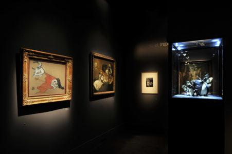 """Vue de l'exposition """"Vanité. Mort, que me veux-tu ?"""" à la Fondation Pierre Bergé - Yves Saint Laurent, © Luc Castel"""