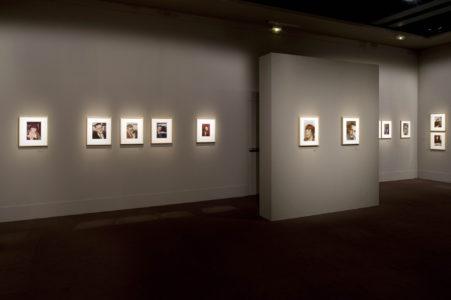 """Vue de l'exposition """"Gisèle Freund, LŒil frontière"""" à la Fondation Pierre Bergé - Yves Saint Laurent, © Luc Castel"""