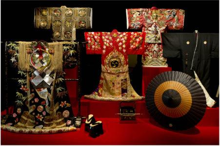 """Vue de l'exposition """"Kabuki, Costumes du théâtre japonais"""" à la Fondation Pierre Bergé - Yves Saint Laurent, © Luc Castel"""