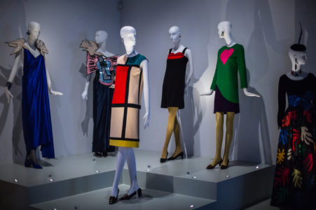 "Vue de l'exposition ""Yves Saint Laurent, Style is Eternal"" au Bowes Museum de Durham"