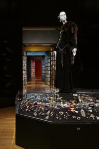 "Vue de l'exposition ""Yves Saint Laurent, The Perfection of Style"" au Seattle Art Museum"