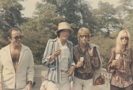 Jacques Tiffeau, Maurice Hogenboom, Yves Saint Laurent et Betty Catroux à Central Park, New York, 1968, © Droits réservés