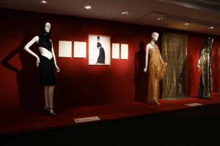 """Vue de l'exposition """"L'Asie rêvée d'Yves Saint Laurent"""", musée des Arts asiatiques de Nice, © MAA/Marlène Poppi"""
