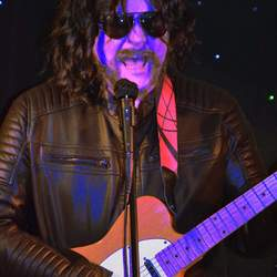 ELOQUENCE is a solo tribute show to the music of Jeff Lynne and ELO