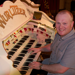 Nigel Milligan, Keyboard Entertainer, Backing Musician & Background Music