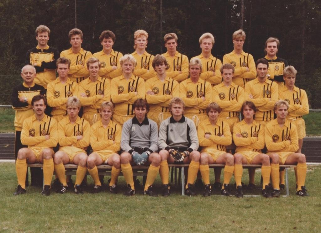 Huddinge IF 1984. Bakre raden från vänster  Tränare Birger Jakobsson 6d3f76c281e5f